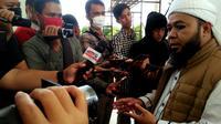 Wali Kota Bengkulu Helmi Hasan mengajak warga untuk memperluas ladang amal dengan membuka mesjid selama 24 jam. (Liputan6.com/Yuliardi Hardjo)