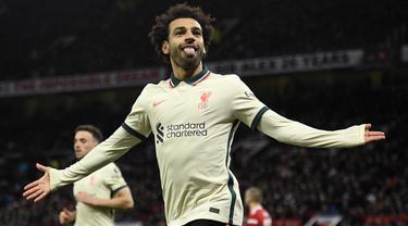 Luar biasa Mohamed Salah! Tiga golnya bagi Liverpool ke gawang Manchester United di Old Trafford, Minggu (24/10/2021) menjadi pukulan telak bagi Setan Merah dan tentunya pembuktian untuk sang rival, Cristiano Ronaldo yang telah kenyang dengan berbagai rekor. (AFP/Oli Scarff)
