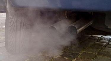 Mobil Diesel Mengeluarkan Asap Putih (Auto2000)
