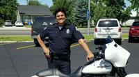 Berperan sebagai petugas polisi, Erik Estrada sekarang benar-benar berprofesi sebagai petugas polisi di dunia nyata.