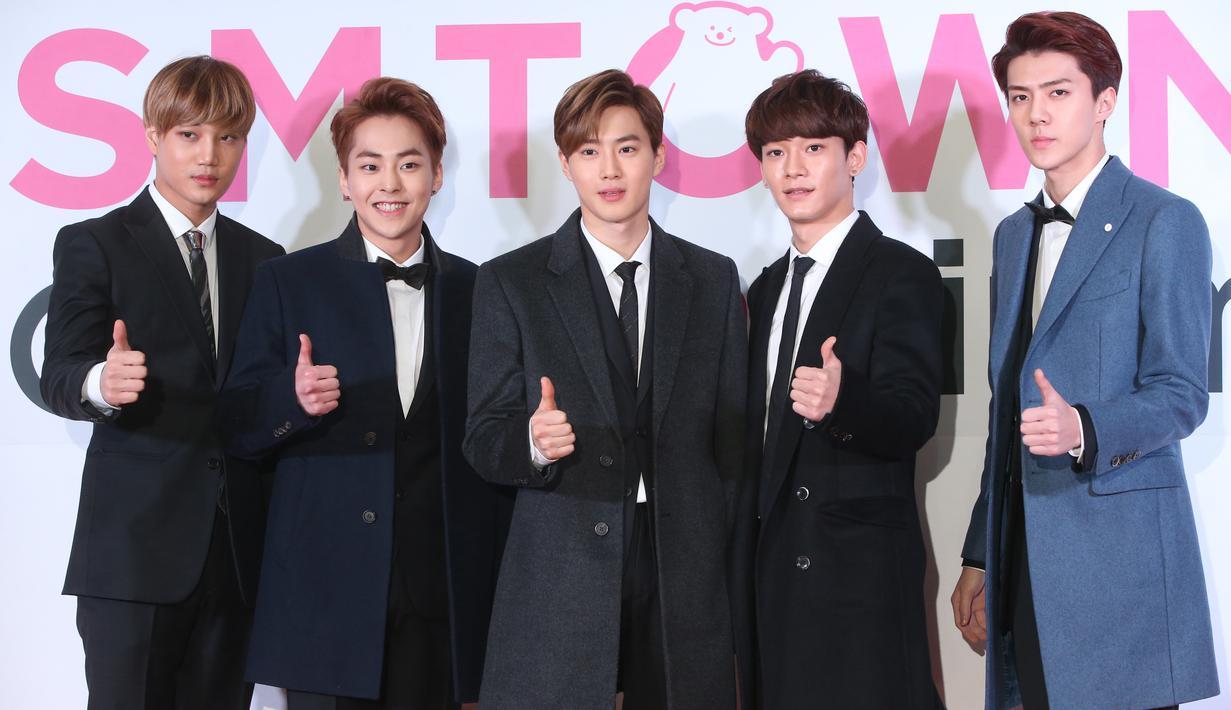 Boyband asal Korea, EXO, kembali meneruskan prestasi gemilangnya di dunia musik Korea. (Bintang/EPA)