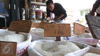 Aneka beras di Pasar Induk Cipinang, Jakarta, Jumat (18/9/2015). Harga beras mengalami kenaikan hingga 14 persen dari harga tahun lalu yang disebabkan oleh melonjaknya biaya produksi mencapai 20 persen. (Liputan6.com/Angga Yuniar)