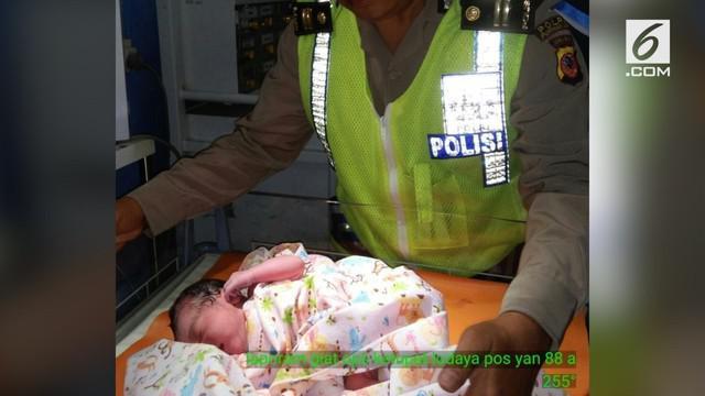 Seorang wanita yang akan mudik ke Pangandaran melahirkan di rest area tol Purbaleunyi.