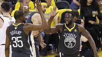 Selebrasi Kevin Durant dan Draymond Green di gim kedua final NBA (AP)