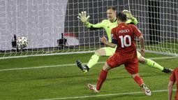 Striker Makedonia Utara, Goran Pandev mencetak gol pertama Makedonia Utara ke gawang Jerman dalam laga lanjutan Kualifikasi Piala Dunia 2022 Zona Eropa Grup J di Duisburg, Jerman, Rabu (31/3/2021). Makedonia Utara mengalahkan Jerman 2-1. (AP/Thilo Schmuelgen/Pool)