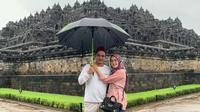 Pasha Ungu dan Adelia Pasha mengunjungi Candi Borobudur mengisi liburan hari pertama Tahun Baru 2020 (Dok.Instagram/@pasha_vm/https://www.instagram.com/p/B6xqP80FZpS/Komarudin)