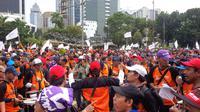 Buruh menggelar aksi May Day di Bundaran Patung Kuda, Monas, Jakarta Pusat. (Liputan6.com/Nafiysul Qodar)