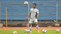Munhar saat memperkuat Arema FC pada 2013. (Bola.com/Iwan Setiawan)