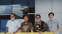 Anwar Fuady dan aktor senior Roy Marten menyambangi gedung pusat Badan Nasional Penanggulangan Bencana (BNPB)