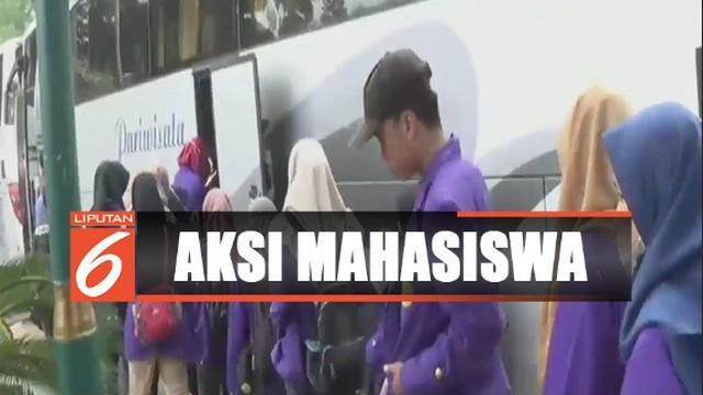 Mereka konvoi menggunakan 19 bus dari Balai Kota Bogor menuju Gedung DPR.