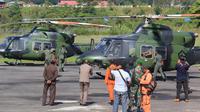 Helikopter jenis bell yang melakukan pencarian MI-17.  (Liputan6.com/Katharina Janur/Kodam Cenderawasih)