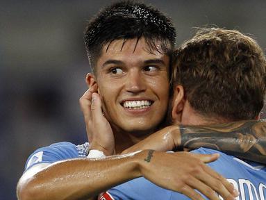 Penyerang Lazio, Joaquin Correa, merayakan gol yang dicetaknya ke gawang Brescia pada laga lanjutan Serie A pekan ke-37 di Stadion Olimpico, Kamis (30/7/2020) dini hari WIB. Lazio menang 2-0 atas Brescia. (AP Photo/Riccardo De Luca)