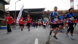 Peserta Semen Indonesia Trail Run 2018 saat mengikuti Lomba Lari Trail Pertama di kawasan Pabrik Semen di Gresik, Minggu (11/11). Lomba ini memberikan edukasi kepada masyarakat, mengenai pengelolaan lingkungan oleh Semen Indonesia. (Liputan6.com/HO/Eko)
