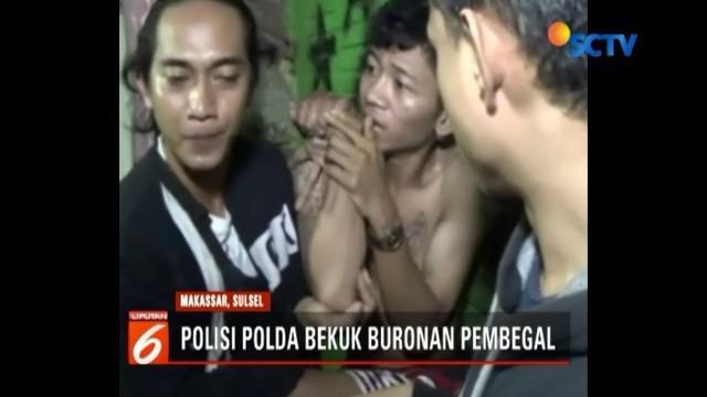 Buronan begal sadis di Makassar berhasil ditangkap petugas. Saat ditangkap, pelaku tengah mengonsumsi narkoba jenis sabu.