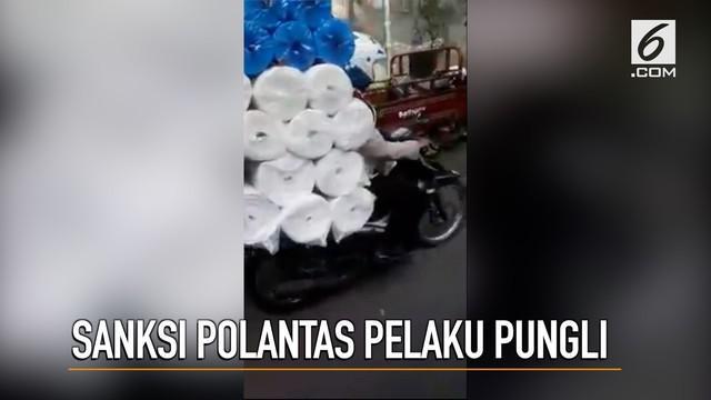 Polda Metro Jaya menindak tegas polisi yang lakukan pungli di Jakarta Utara. Oknum polisi tersebut kini diperiksa propam.