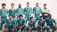 Chairil Anwar (Jongkok paling kanan) bersama skuat Persebaya. (Istimewa)