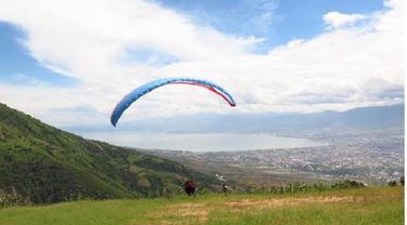 Paralayang di Pegunungan Matantimali Sigi
