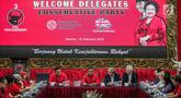 Sekjen DPP PDIP Hasto Kristiyanto (tengah) memberi sambutan saat menerima kunjungan delegasi Partai Konservatif Inggris di Kantor DPP PDIP, Menteng, Jakarta, Selasa (19/2). Pertemuan membahas isu-isu aktual. (Liputan6.com/Faizal Fanani)
