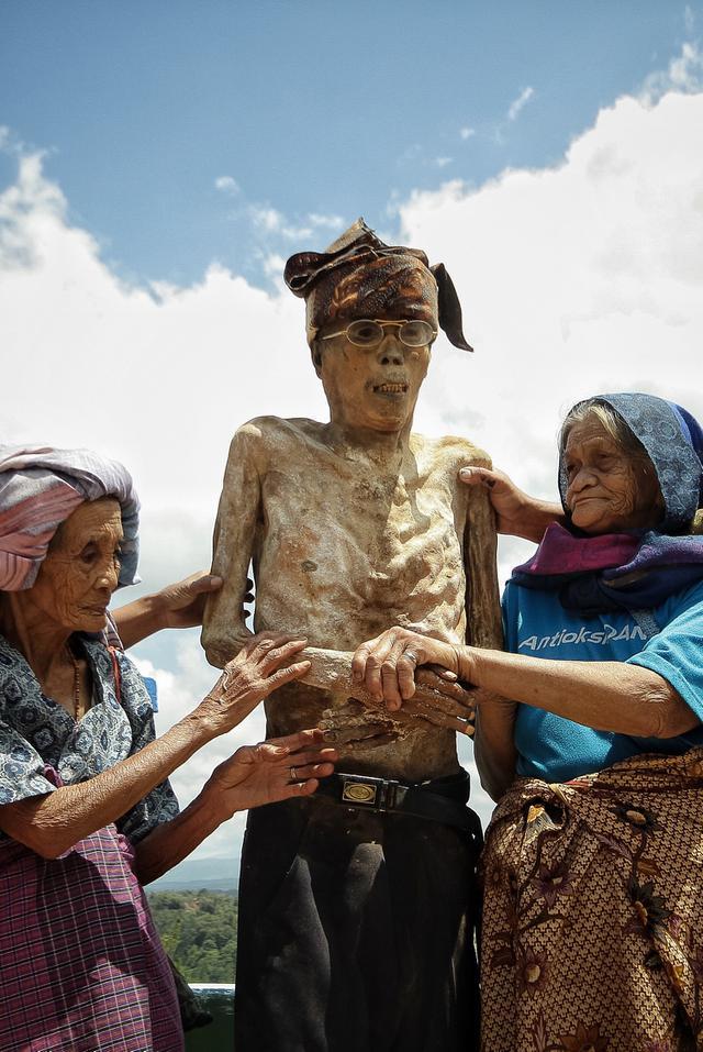 Ritual Ma' Nene' di Toraja. (Fotografer: Allako Pasanggang)