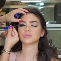 Ilustrasi memakai makeup. (Foto: Instagram/nataliesallaum).