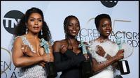 Para perempuan Wakanda, pemeran di film Black Panther, saat memenangkan penghargaan di ajang SAG Award. (dok. Instagram @lupitanyongo/https://www.instagram.com/p/BtKpsdWh0c5/Dinny Mutiah)