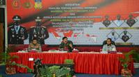 Kapolri Jenderal Idham Azis bersama Panglima TNI  saat menggelar video conference dengan Satua Tugas Covid-19 di Provinisi Papua.