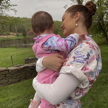 Gigi Hadid dan Putrinya, Khai