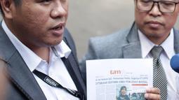 Pengacara dokter spesialis syaraf, Roboah Khairani Hasibuan alias Ani, Amin Fahrudin dan Slamet Hasan memberikan keterangan di Ditreskimsus Polda Metro Jaya, Jakarta, Jumat (17/5/2019). Ani Hasibuan tidak memenuhi panggilan penyidik dengan alasan sakit. (Liputan6.com/Faizal Fanani)