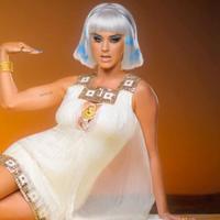 Katy Perry dalam Dark Horse (The Huffington Post)