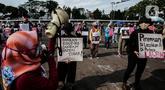 "Masa yang tergabung dalam ""Gerak Perempuan"" melakukan aksi di depan Gedung MPR/DPR/DPD, Jakarta, Selasa (7/7/2020). Dalam aksinya mereka menuntut menolak RUU Penghapusan Kekerasan Seksual (RUU P-KS)  dikeluarkan dari Program Legislasi Nasional Prioritas 2020. (Liputan6.com/Johan Tallo)"