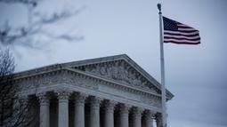 Foto pada 12 Maret 2020 ini menunjukkan gedung Mahkamah Agung AS di Washington DC, Amerika Serikat. Sejumlah bangunan ikonis (landmark) di Washington DC, termasuk Gedung Putih, terpaksa ditutup sementara untuk umum akibat wabah COVID-19 yang tengah merebak di negara itu. (Xinhua/Ting Shen)