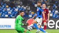 Aksi Adrian saat menjaga gawang Liverpool saat melawan Napoli (AFP)