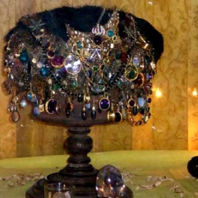 Mahkota Ajaib di Ternate Sesakti Topi Seleksi Harry Potter ...