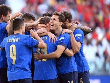 Italia sukses menjadi juara ketiga UEFA National League 2021 setelah berhasil mengalahkan Belgia dengan skor 2-1. (AFP/Marco Bertorello)