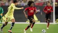 Gelandang muda Manchester United (tengah) Tahith Chong beraksi melawan Club America di University of Phoenix Stadium, Jumat (20/7/2018) WIB. (AFP/Christian Petersen)