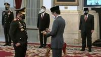 Presiden Joko Widodo atau Jokowi melantik Listyo Sigit Prabowo sebagai Kapolri di Istana Negara, Rabu (27/1/2021). (Youtube sekretariat presiden)