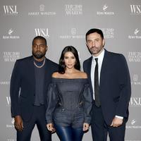 Kim Kardashian, Kanye West, dan Riccardo Tisci (Dok. Burberry)