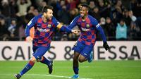 Bintang Barcelona, Lionel Messi, merayakan golnya ke gawang Granada dalam lanjutan La Liga, Senin (20/1/2020). (LLUIS GENE / AFP)