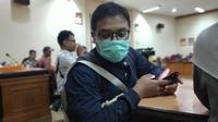 Seorang warga Pekanbaru memakai masker sebagai antisipasi tidak terserang penyakit. (Liputan6.com/M Syukur)