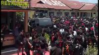 Polres Konawe saat diserbu warga, Sabtu (13/3/2020).(Liputan6.com/Ahmad Akbar Fua)