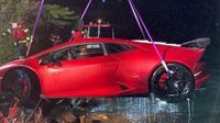 Lamborghini nyemplung ke danau (Carscoops)