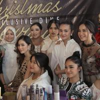 Kemeriahan yang diadakan oleh victoria Makeup Atelier ini super seru untuk sambut Natal. (Daniel Kampua/Bintang.com)