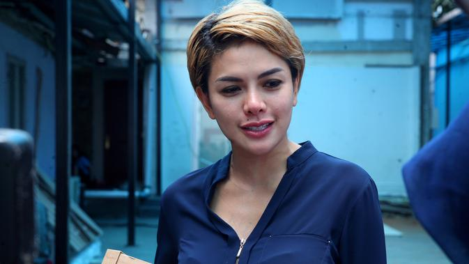 Nikita Mirzani Kenal Sang Kekasih Berawal Dari Telepon News Entertainment Fimela Com