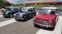 Sejumlah pemilik mobil MINI klasik hadir digelaran ndonesia Coopret Registry (ICR) di QBig, Bumi Serpong Damai (BSD) City, Tangeran Selatan, Sabtu (15/12/2018). (Herdi Muhardi)