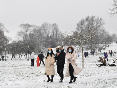 London Dilanda Hujan Salju Langka