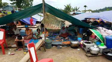 Tenda pengungsi korban gempa Halmahera.