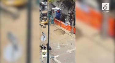 Sebanyak 14 orang jadi korban kebocoran gas di San Francisco. Korban alami mual dan pusing.
