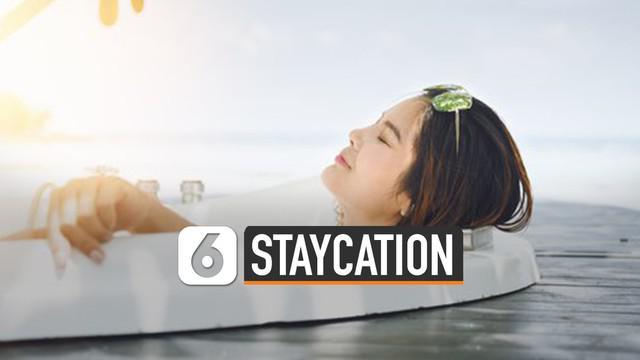 Liburan tidak harus berkunjung ke tempat yang jauh. Libur singkat bisa dimanfaatkan untuk staycation.