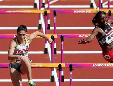 Atlet Lari Halang Rintang Ini Ditandu ke Luar Lintasan