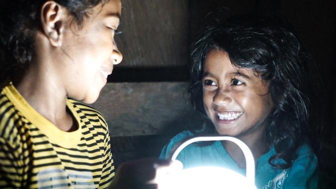 Signify Foundation membawa pencahayaan ke 16 desa yang belum terjangkau listrik di Kabupaten Kupang dan Sumba Tengah, Nusa Tenggara Timur (NTT). Dok: Signify